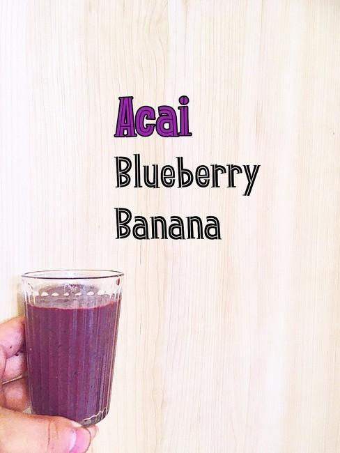 紫色のファイトケミカル、アントシアニンが含まれるアサイーとブルーベリーのスムージー