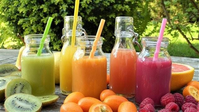 「体(肌を含む)の代謝アップ」「AGEの排泄」「活性酸素を除去」「肌の材料となるアミノ酸を摂取」ことが要因