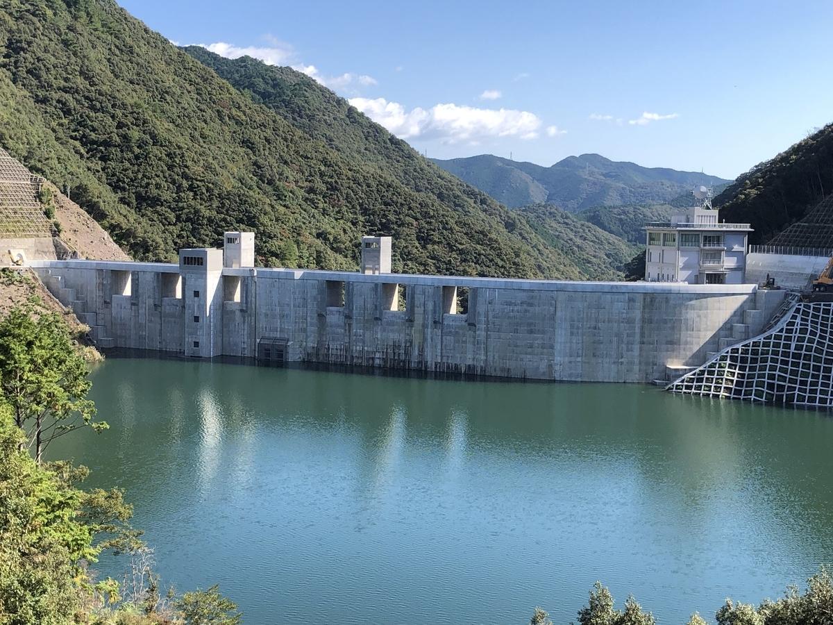 試験湛水中の横瀬川ダム(ダム湖側から)