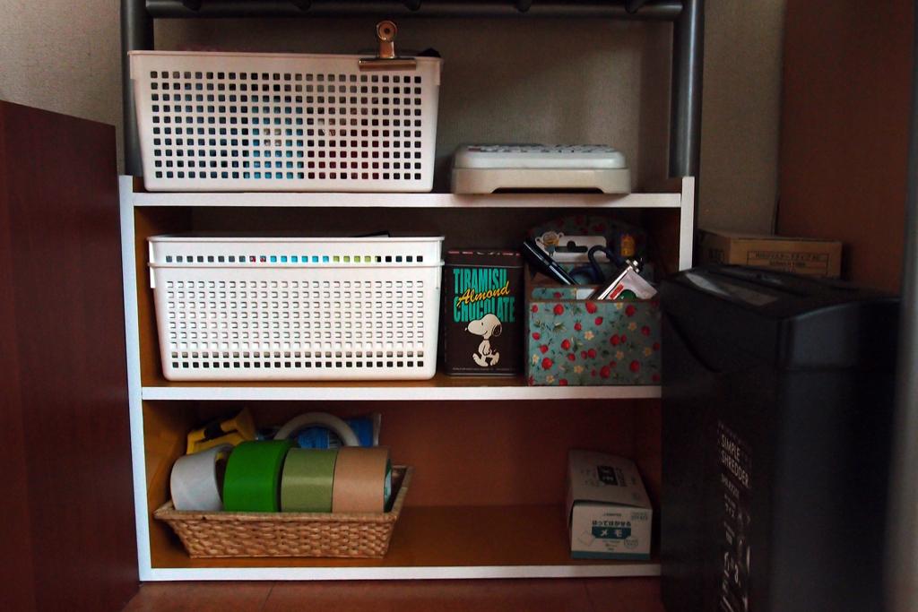 机下に置いたオリジナルの棚