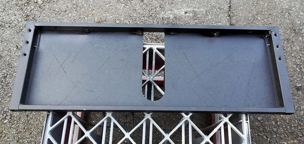 背面の鉄板を塗装して完成
