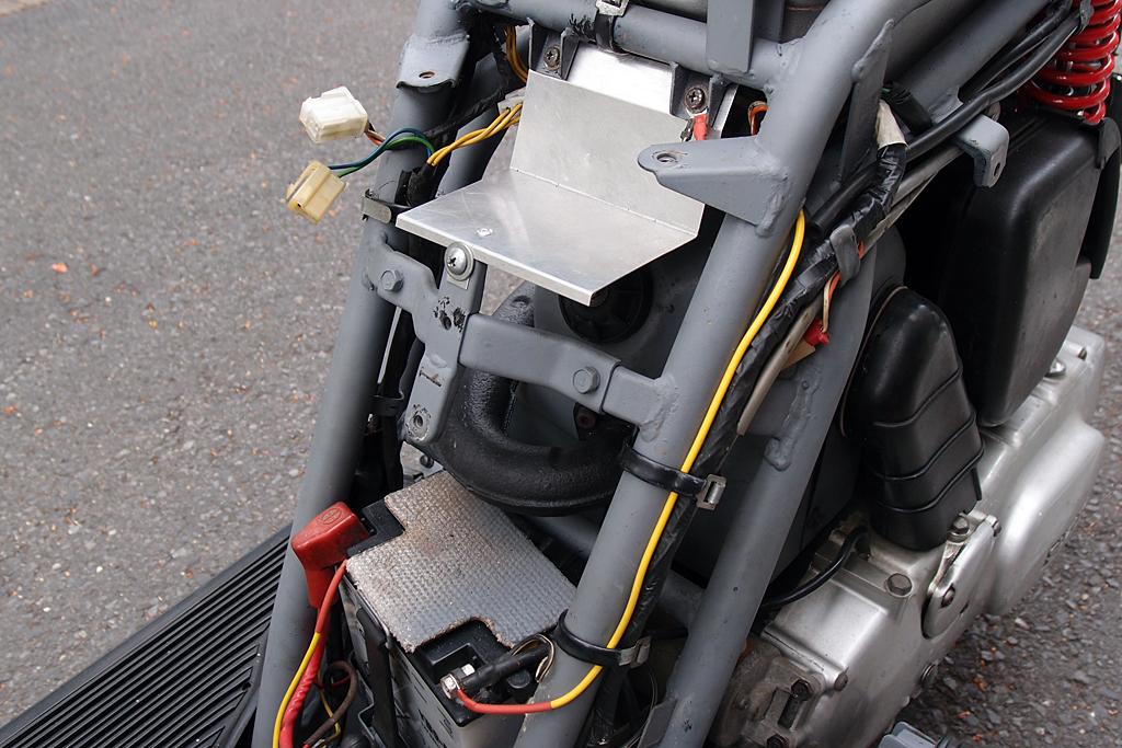 加工終了したアルミ製遮蔽板をジェンマ125に取り付けた状態