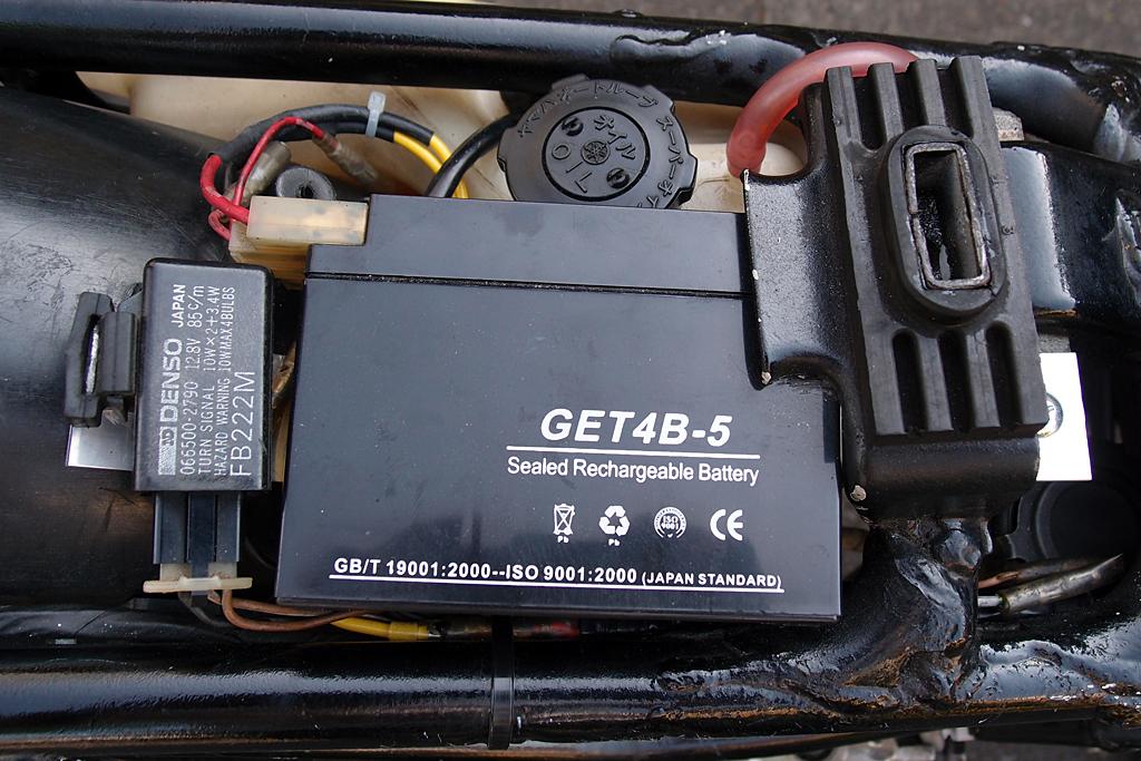 スクーター用バッテリーとLED対応加工純正ウインカーリレー
