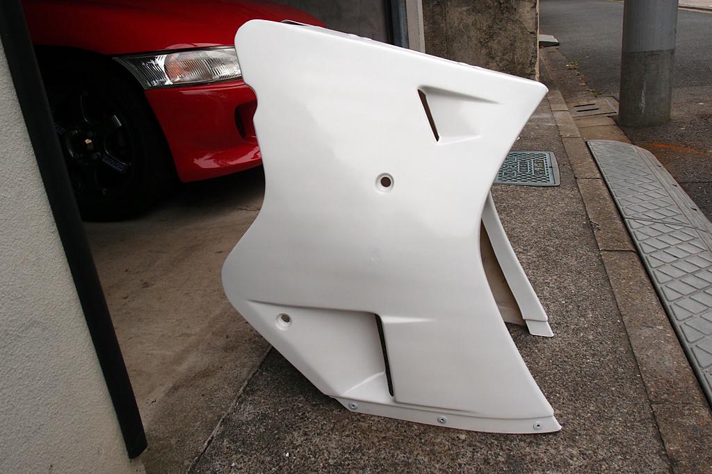 塗装が終わったTZR125イタリア製フロントロアカウル