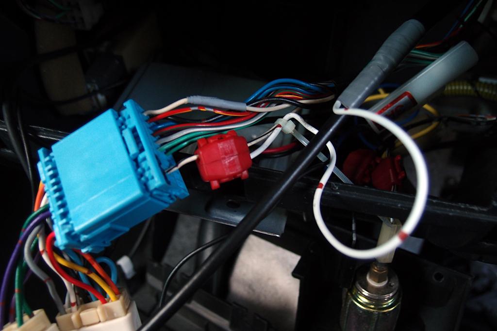 ブースター電源供給用配線はエレクトロタップ使用