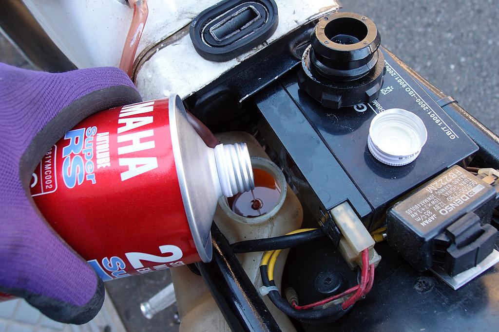 ヤマハ2ストオイルSuperRS(通称赤缶)補充