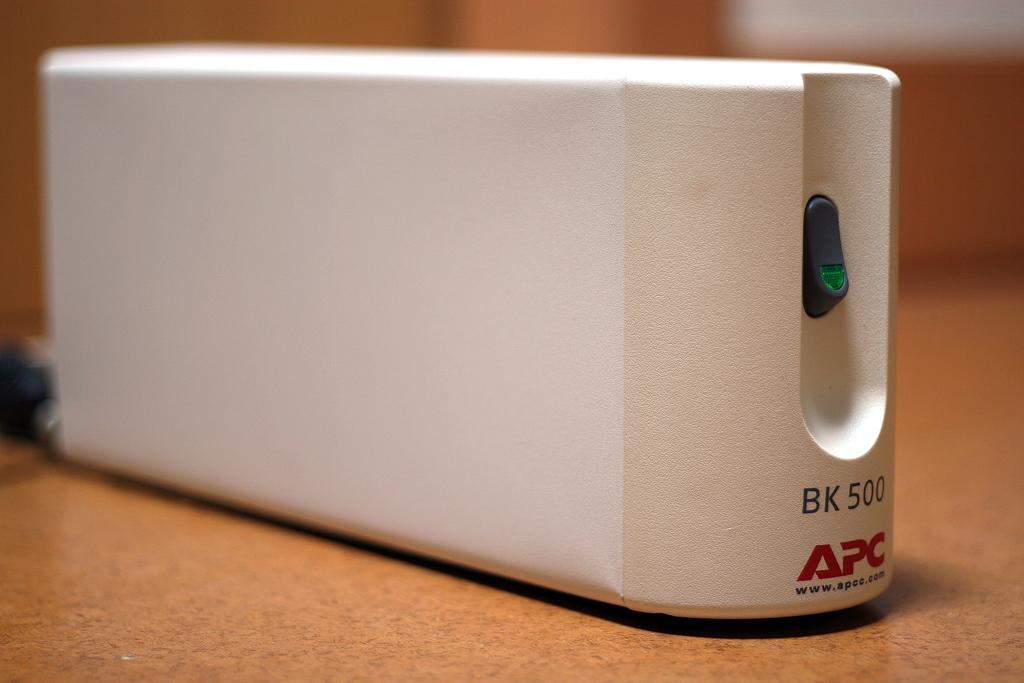 APC製BK500無停電電源装置