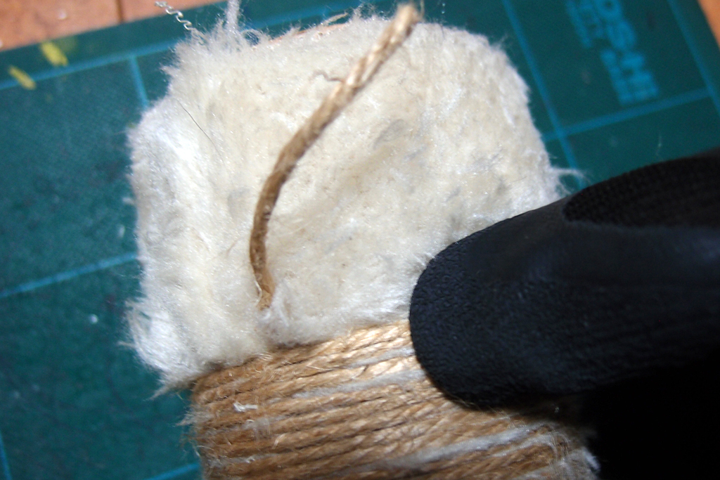 麻紐はワークマンの天然ゴム薄手背抜き手袋を利用