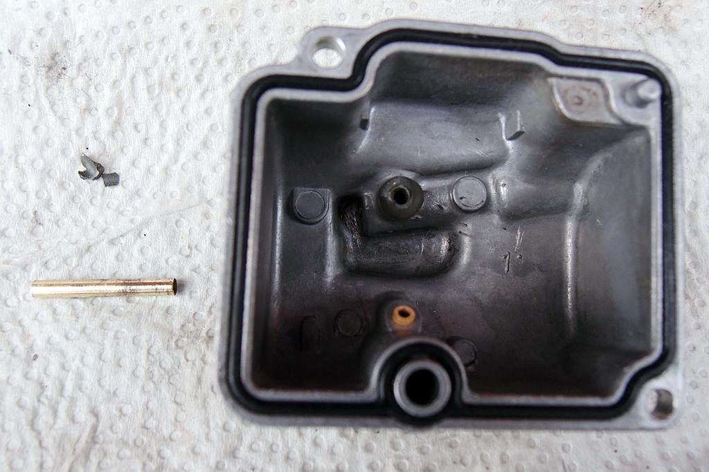 折れて補修されていたオーバーフロート管