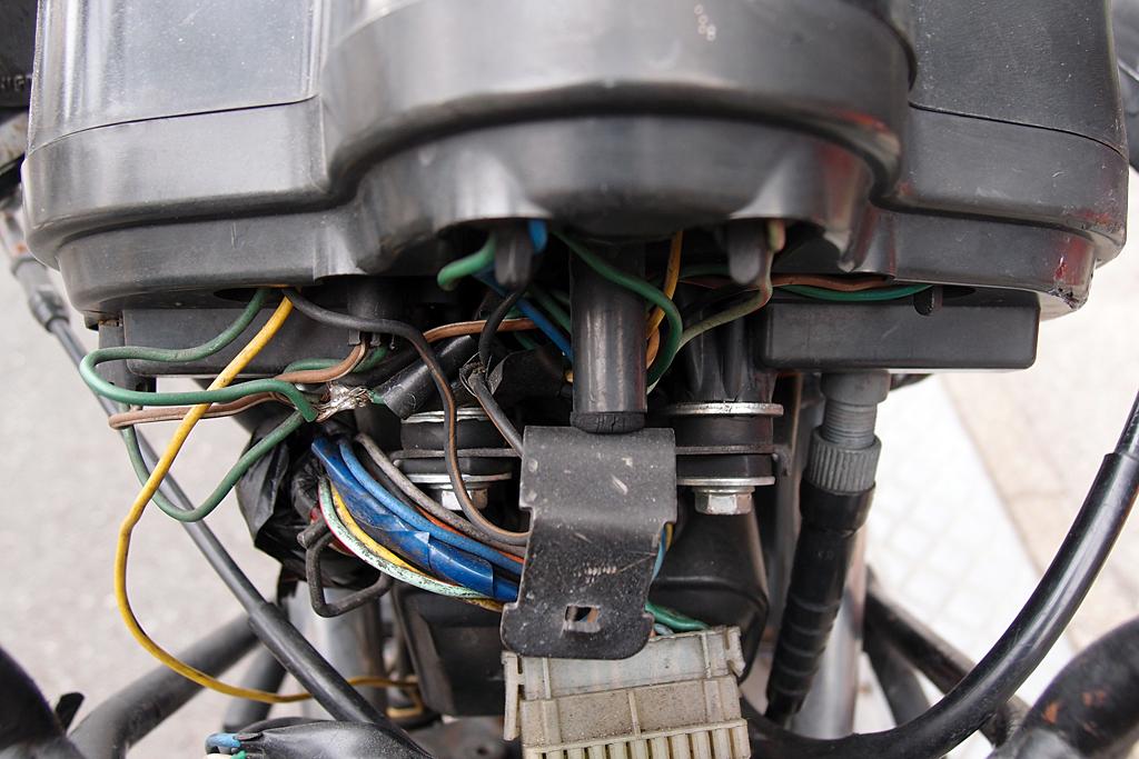 CBX125Fの電気式タコメーターユニットの配線