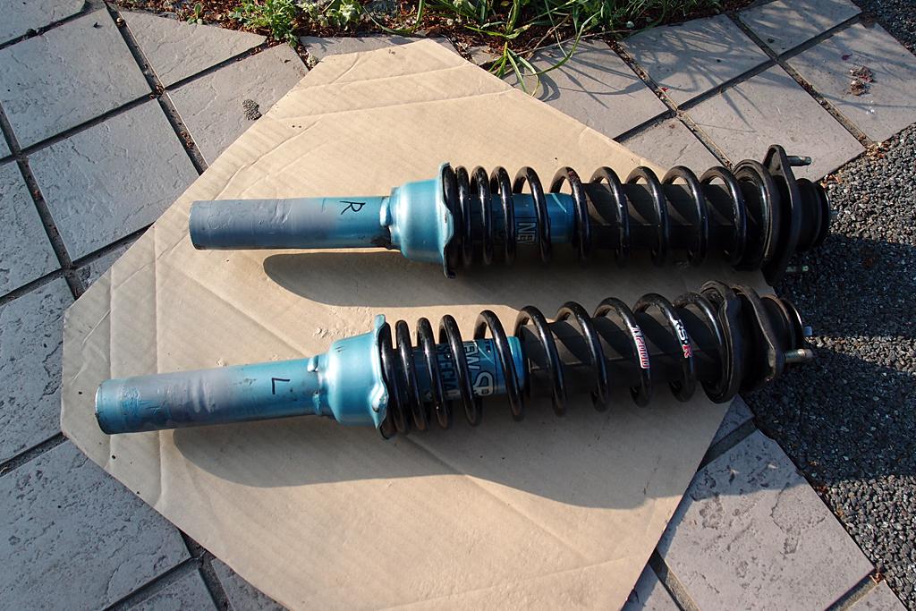 ビート専用カヤバNewSRのストッパー部撤去後錆止め塗装