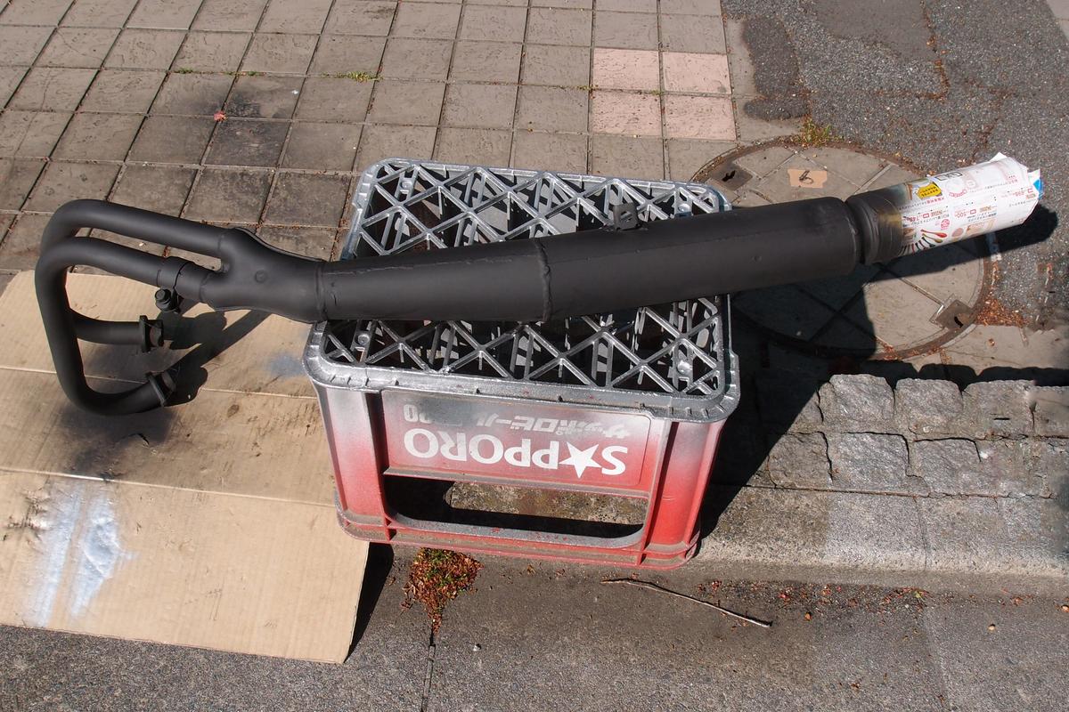 モノタロウの耐熱スプレーブラックで塗装したマフラー