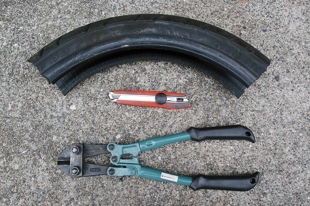 タイヤカットに必須のカッターナイフとボルトカッター