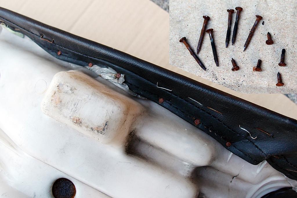 CBX125Fのシートから釘や木ネジ出現
