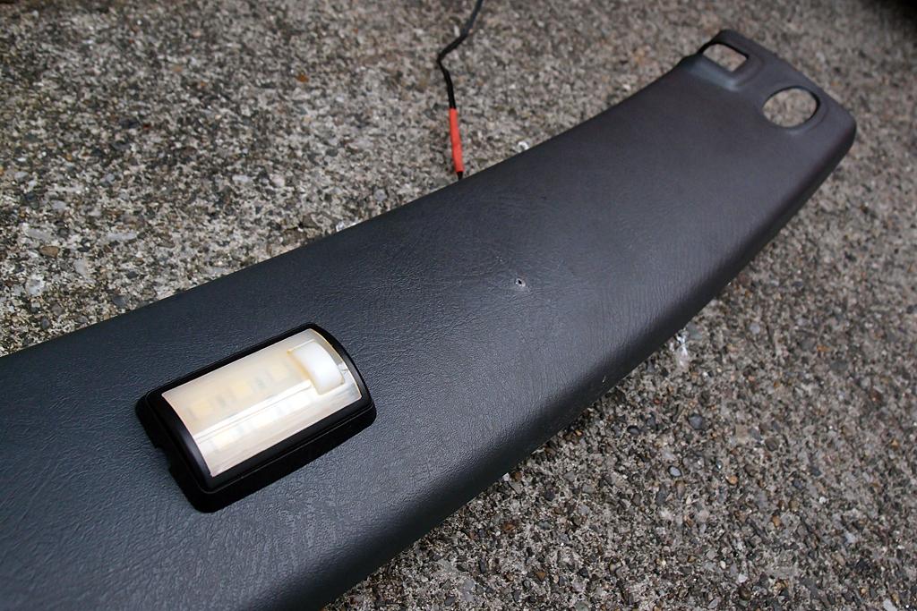 ラゲッジルーム用LEDを取り付け
