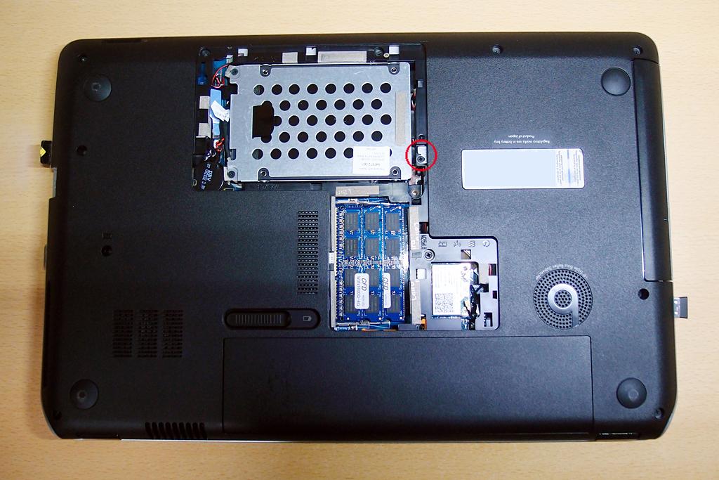 ノートパソコンにはL型金具でアダプターを固定