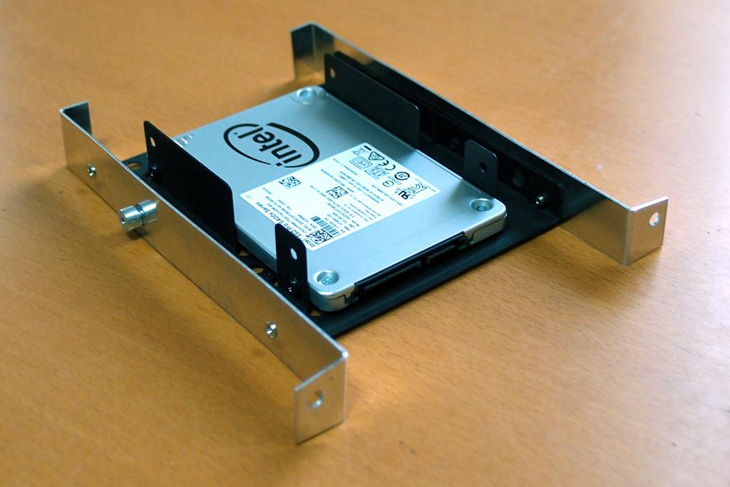 自作アダプターを2.5インチSSDに取り付け