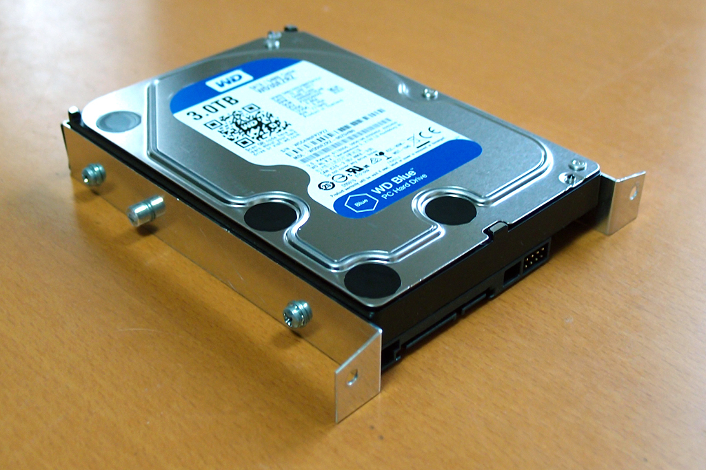 自作アダプターを3.5インチHDDに取り付け