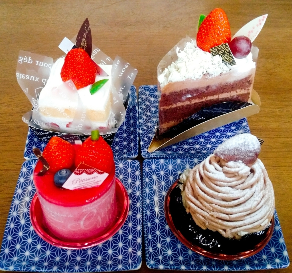 ショートケーキ、チョコケーキ、ラズベリーのムース、モンブラン