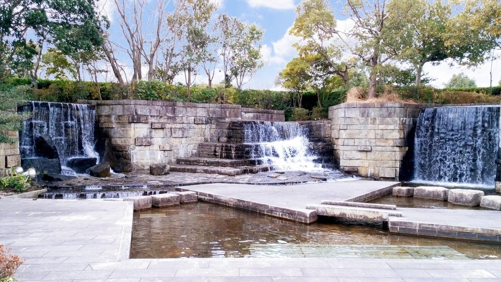 北池公園の滝