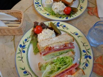 サンドイッチおいしかった♪(´∀`)<