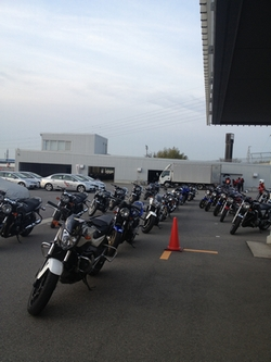 サーキットまで、バイクで移動