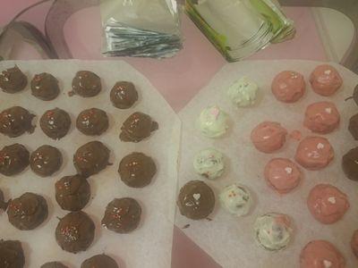 サクサククッキーを色んなチョコでコーティング