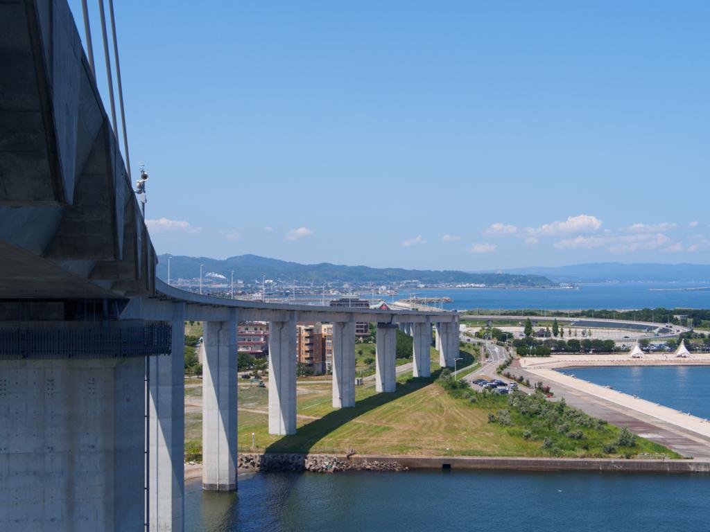 新湊大橋の中から見る新湊大橋