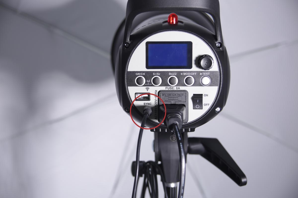 モノブロックストロボとカメラの同期方法