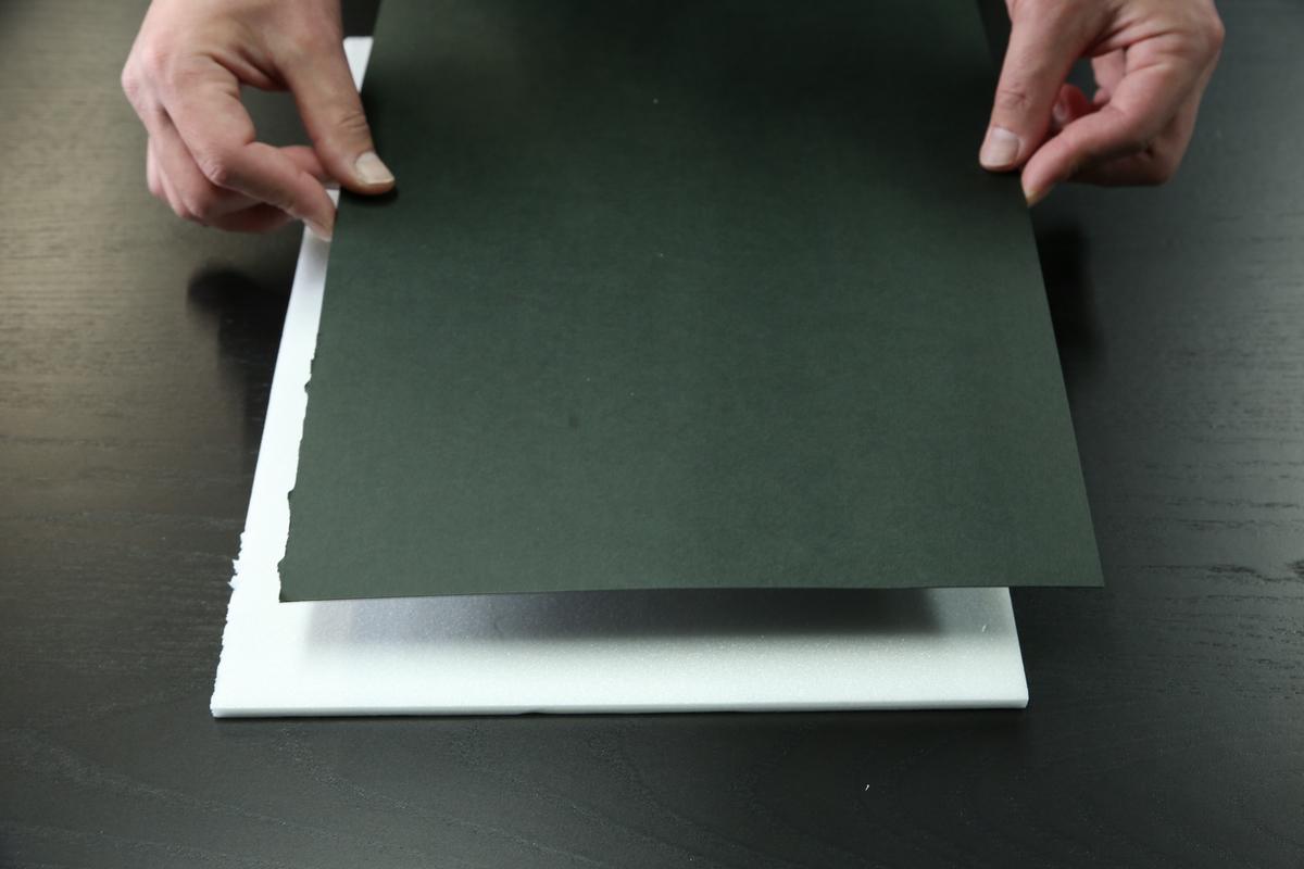 ホワイトボードとケント紙を貼り合わせる画像