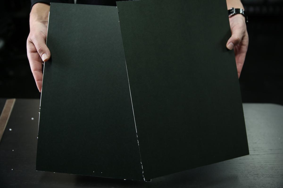 ホワイトボードにケント紙を貼り付けた完成の写真