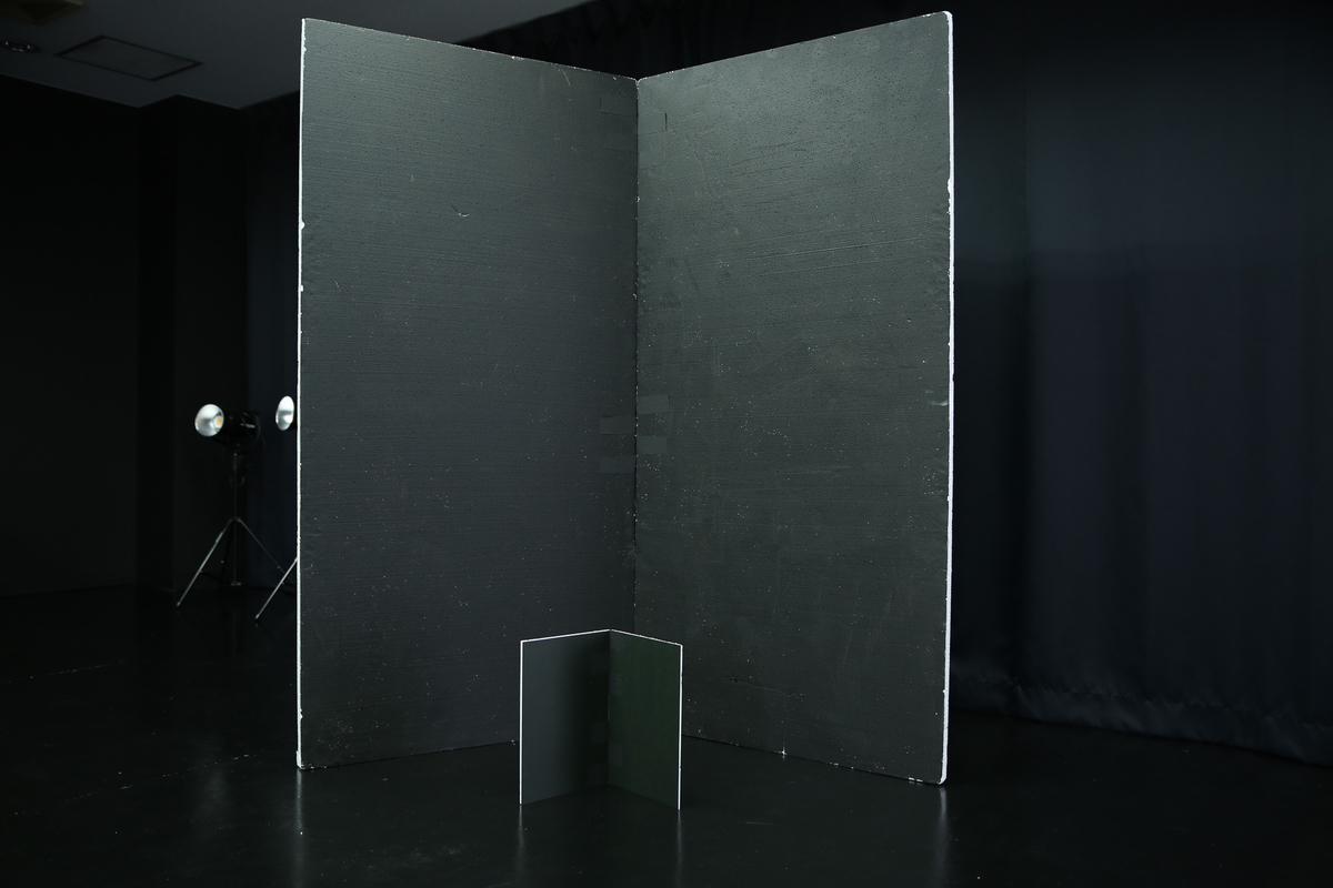自作カポックと、LUZZ STUDIOにある大きいカポックとの大きさ比較の写真