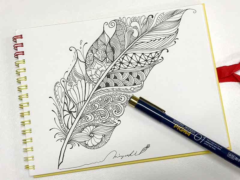 ゼンタングル(zentangle)で鳥の羽根
