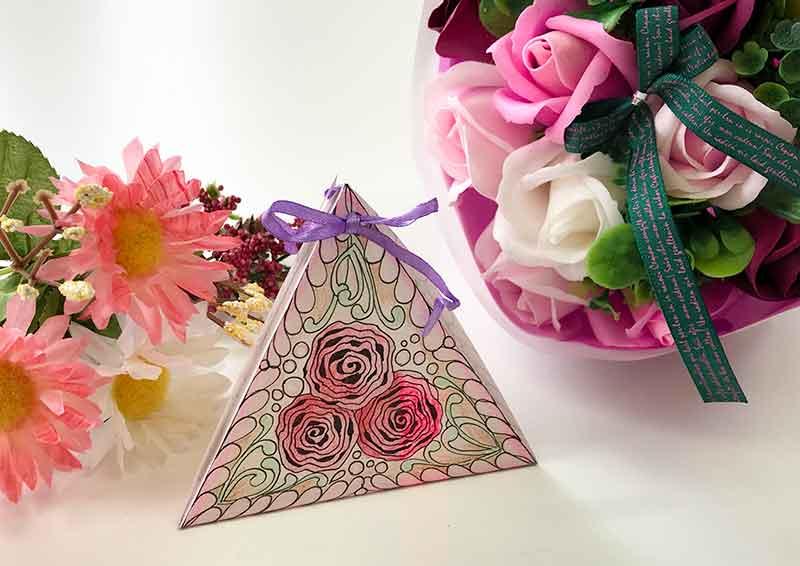 ゼンタングルでピラミッド型のギフトボックス