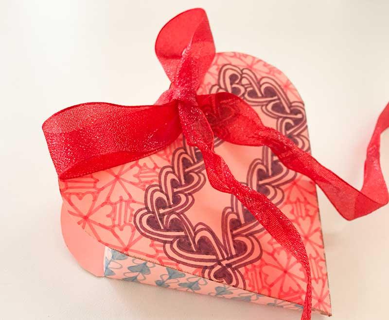 zentangle(ゼンタングル)バレンタイン用ハートのギフトボックス