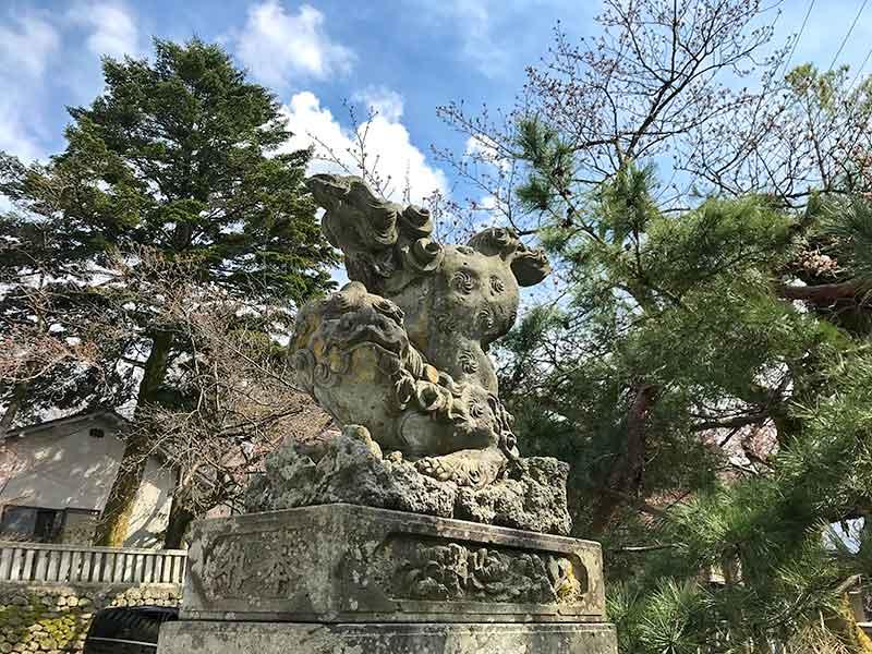 宇多須神社の逆さ狛犬