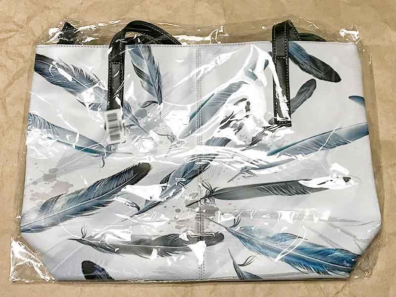 羽根柄A4ショルダーバッグ