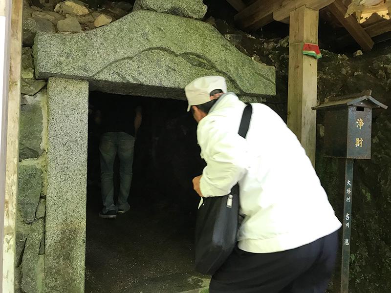 奈良・岡寺(龍蓋寺)奥之院石窟