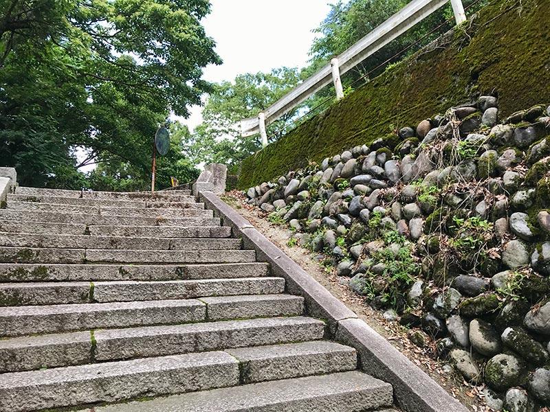 金剱宮(きんけんぐう)