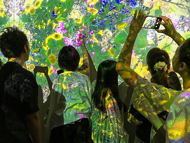 金沢21世紀美術館「チームラボ 永遠の海に浮かぶ無常の花」