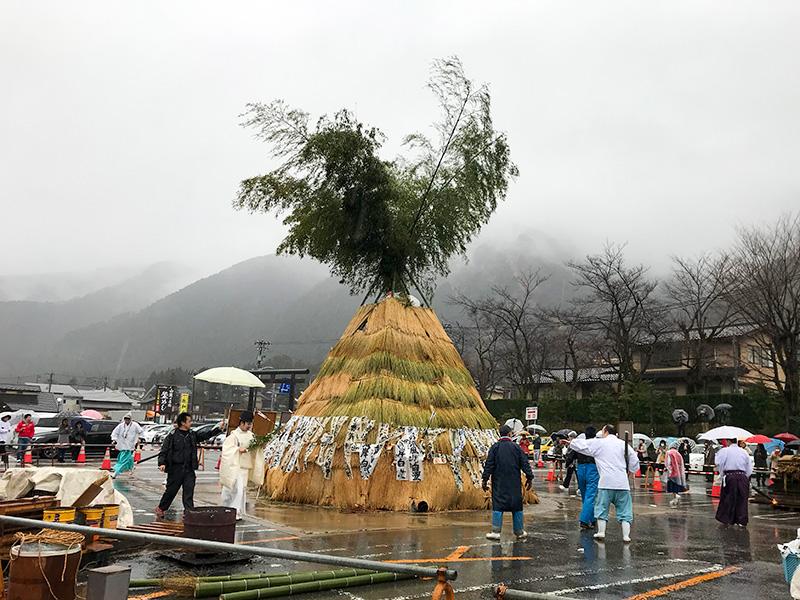 白山さん(白山比咩神社)左義長