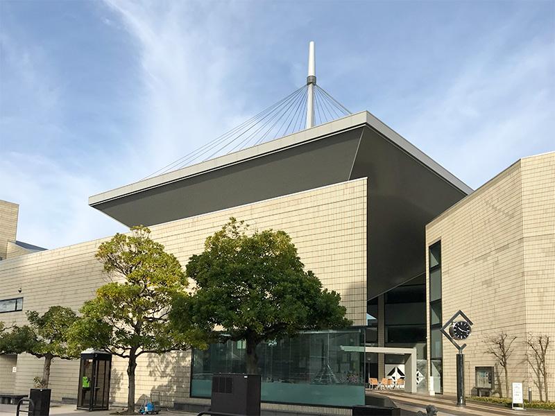 金沢市文化ホールの雪吊り