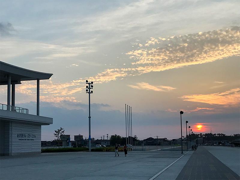 金沢港クルーズターミナル夕陽
