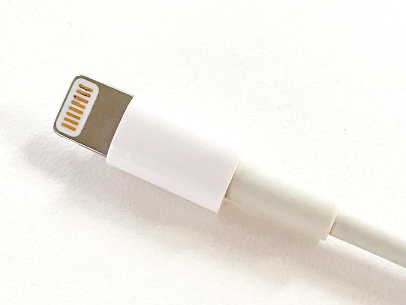 iphone充電ケーブル黒ずみ
