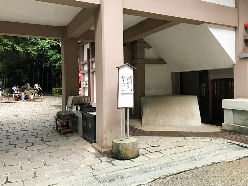 大岩山日石寺・滝行体験