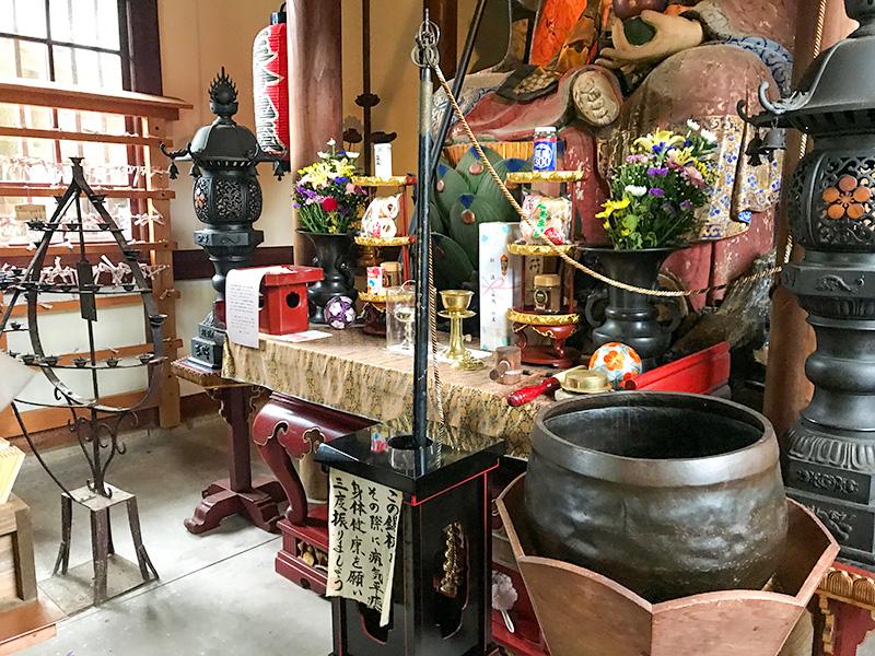大岩山日石寺地蔵堂