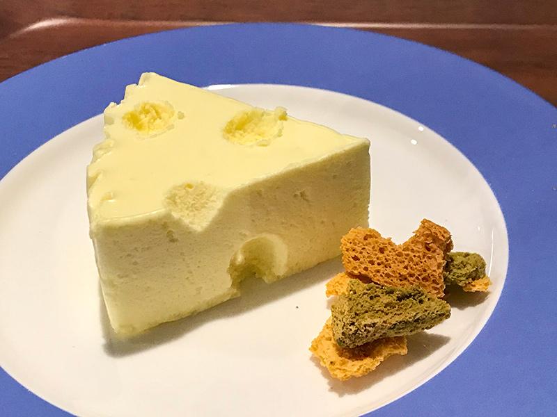 ガリバーカフェ (Garibar café) ガリバーくんの穴あきレアチーズケーキ