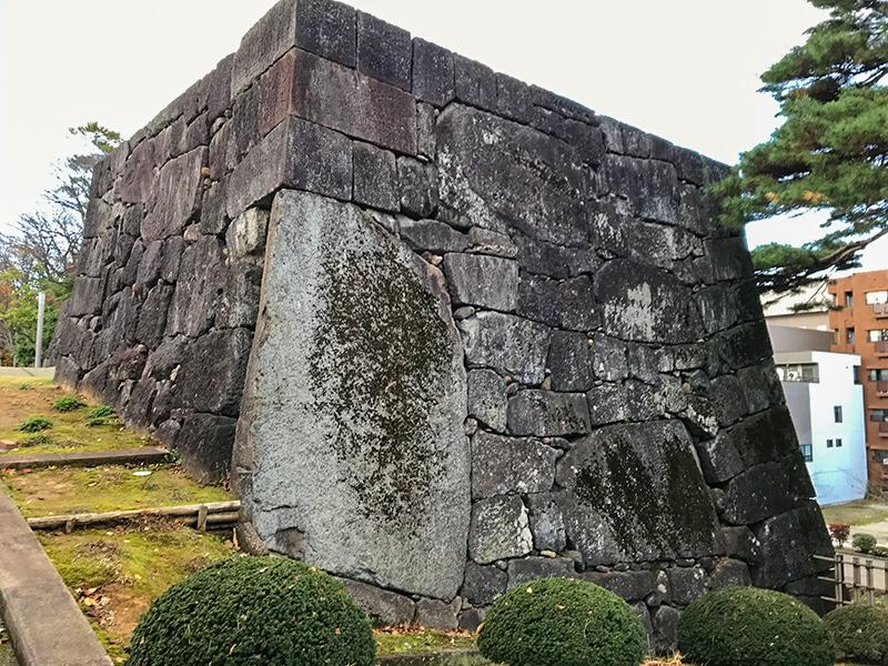 金沢城公園・大手門の鏡石