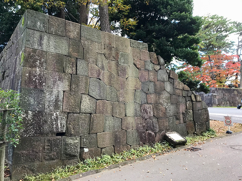金沢城土橋門亀甲石