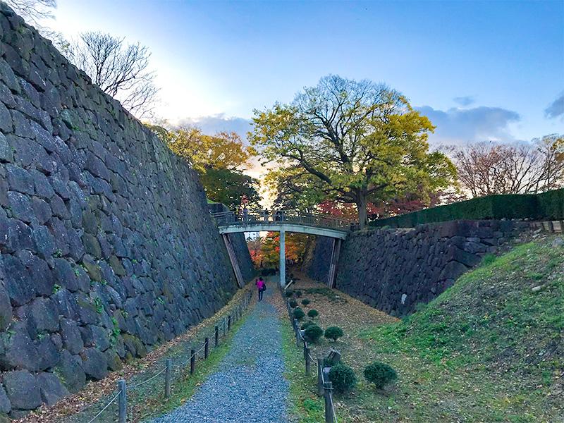 金沢城極楽橋下空堀石垣の刻印